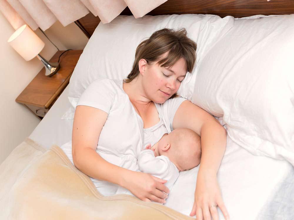 El Colecho: las ventajas de dormir con tu bebé