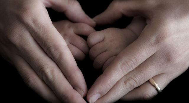 Razón a una madre que se le impidió incinerar el cuerpo de su hijo