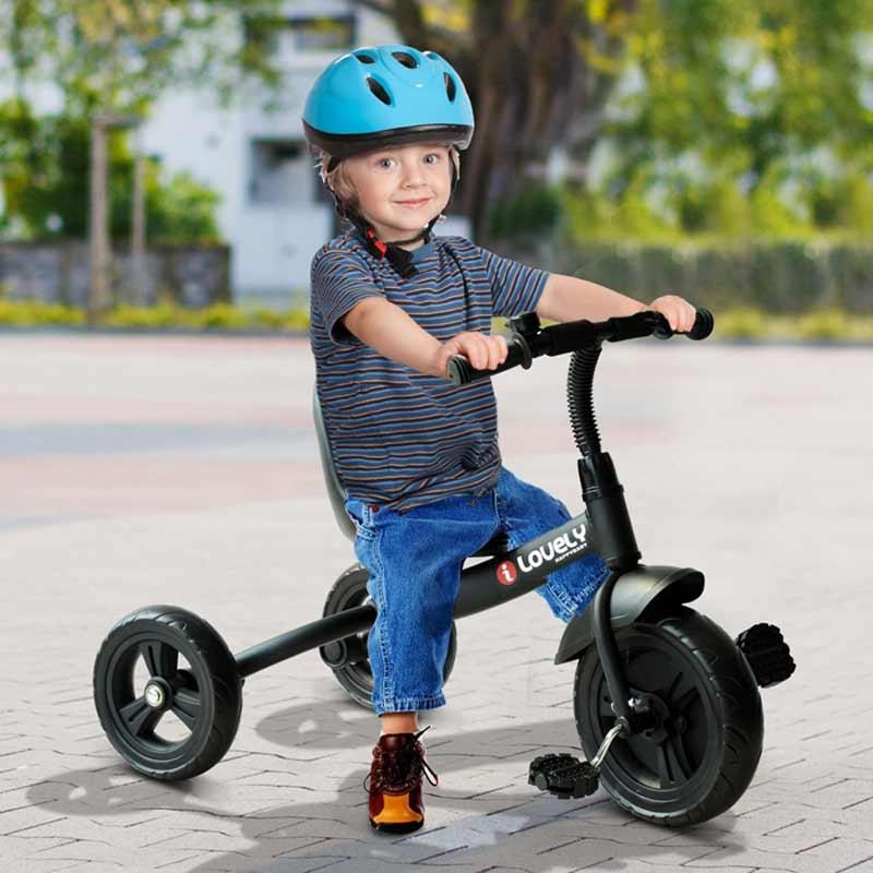 Las bicicletas y triciclos para niños son muy beneficiosas